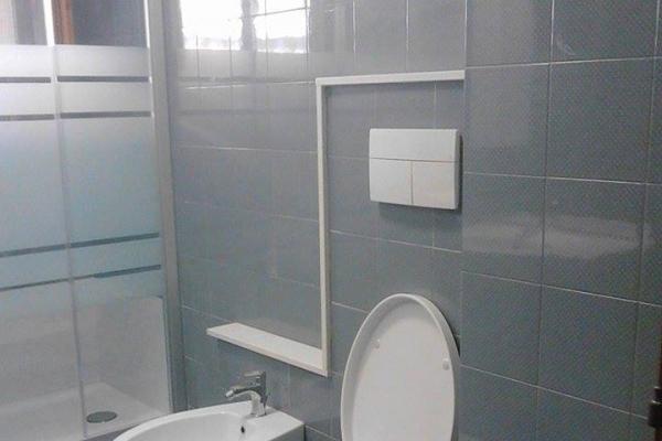 bagno-completo-con-vetro-satinato-durante20DF9DFF9-873F-988E-43CB-F176932CE04E.jpg